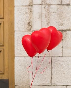 Schöne helium-herz-luftballons
