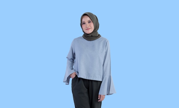 Schöne hijab frau posiert