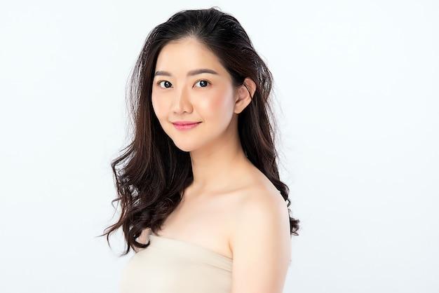 Schöne junge asiatische frau mit sauberer frischer haut. gesichtspflege, gesichtsbehandlung, kosmetologie, schönheit und gesunde haut und kosmetisches konzept