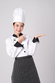 Schöne junge asiatische köchin.