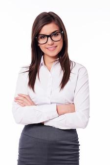 Schöne junge geschäftsfrau mit brille