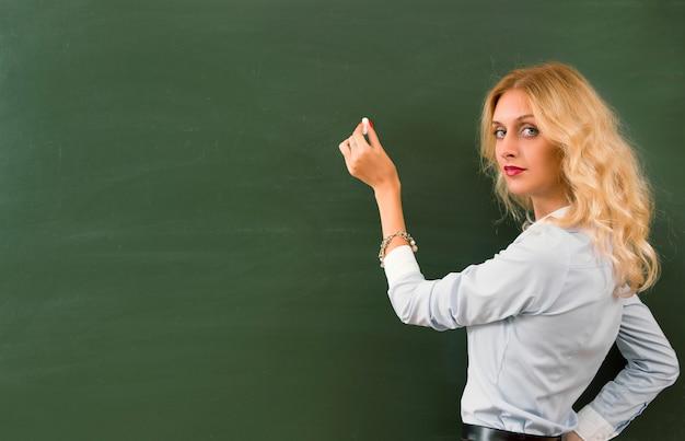 Schöne junge lehrerin