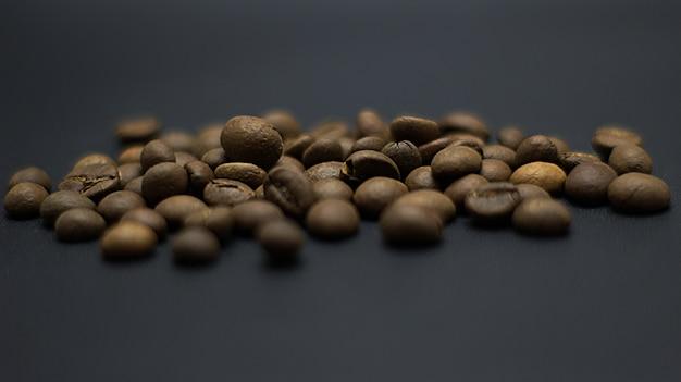 Schöne kaffeebohnen fotoshooting