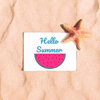 Schöne karte hallo sommer mit wassermelone
