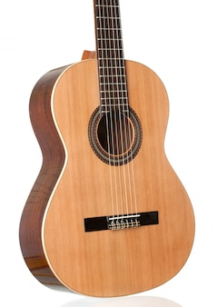 Schöne klassische gitarre lokalisiert auf weißem hintergrund