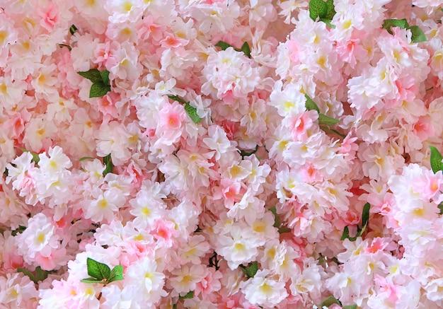 Schöne künstliche rosa blume. mumeplant japanische aprikose.