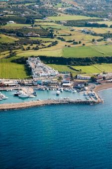 Schöne küste in zypern