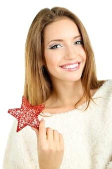 Schöne lächelnde frau mit weihnachtsstern isoliert auf weißer oberfläche