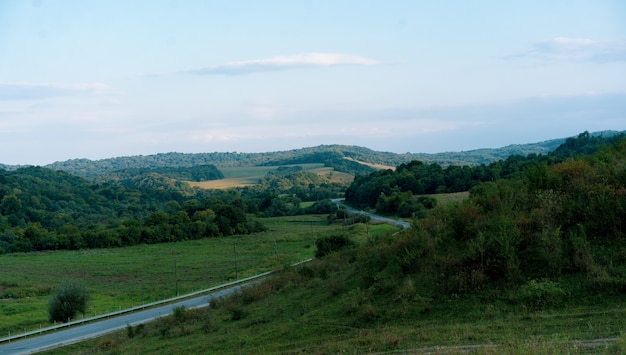 Schöne landschaft am nachmittag im september