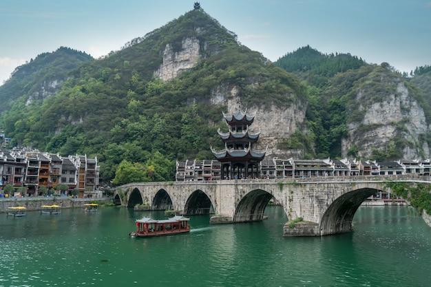 Schöne landschaft der antiken stadt zhenyuan