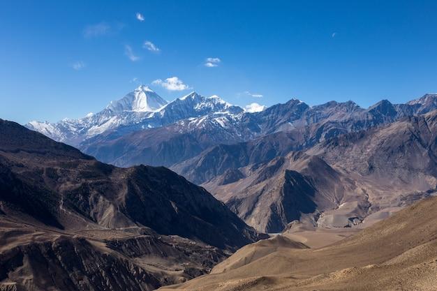 Schöne landschaft der himalaya-berge
