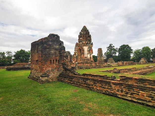 Schöne landschaft der ruinen der archäologischen stätte