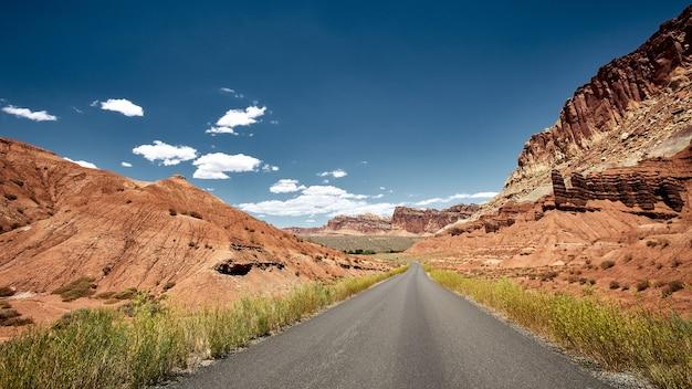 Schöne landschaft einer canyonlandschaft im capitole reef national park