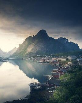 Schöne landschaft in den lofoten-inseln im sommer, norwegen