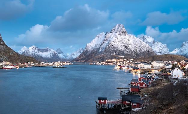 Schöne landschaft in den lofoten-inseln im winter, norwegen