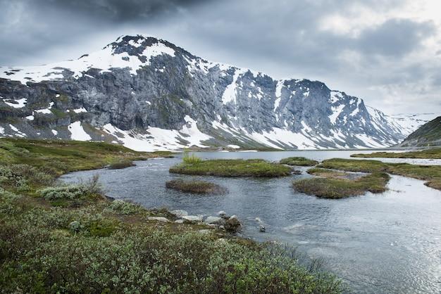 Schöne landschaft in geiranger, geirangerfjord, norwegen