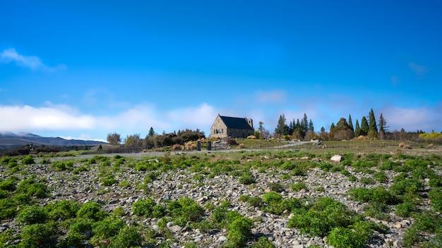 Schöne landschaft mit steinhaus in neuseeland