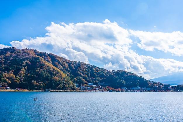 Schöne landschaft um den see kawaguchiko