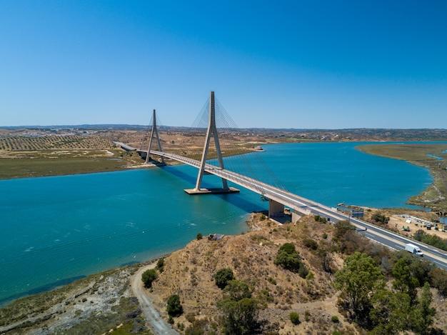 Schöne landschaft von andalusien an der grenze zwischen portugal und spanien
