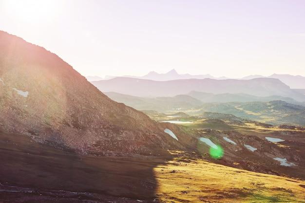 Schöne landschaft von beartooth pass. shoshone-nationalforst, wyoming, usa. sonnenaufgang-szene.