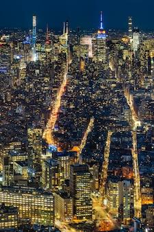 Schöne landschaft von new york mit bürogebäuden von manhattan