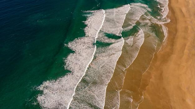 Schöne luftaufnahme der küste