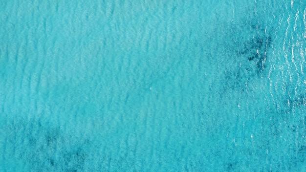 Schöne luftaufnahme der malediven und des tropischen strandes. reise- und urlaubskonzept