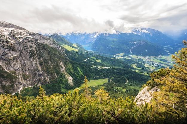 Schöne luftaufnahme von berchtesgaden landschaft von kehlsteinhaus Premium Fotos