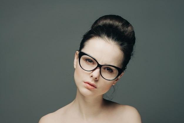 Frau mit brille nackt Frauen Mit