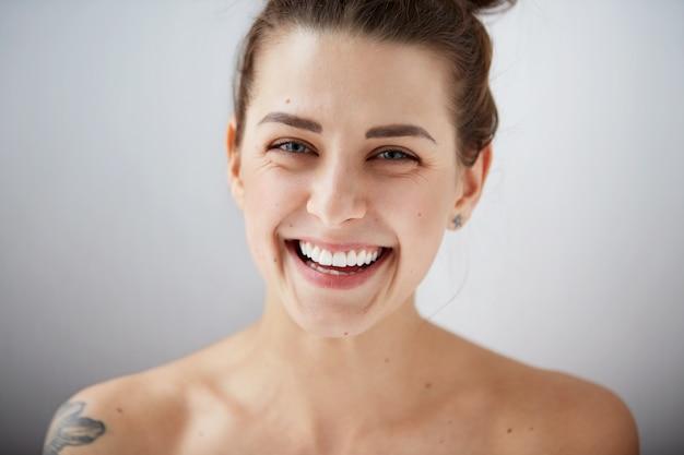 Schöne modellfrau perfekt frische saubere haut