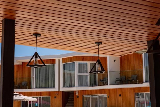 Schöne moderne wohnung mit balkon hotelzimmer balkon straßenblick