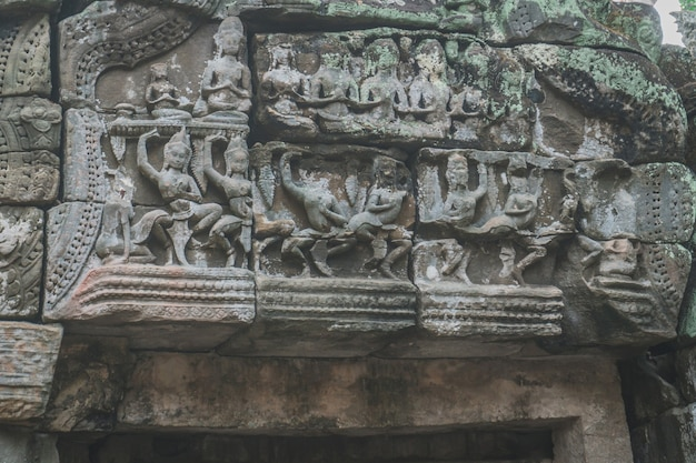 Schöne nahaufnahme von leeren angkor wat tempelkomplex ruinen angkor tempel ta prohm siem reap kambodscha
