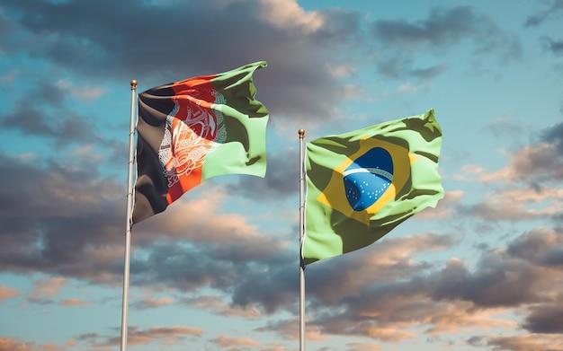Schöne nationalflaggen von brasilien und afghanistan zusammen auf blauem himmel