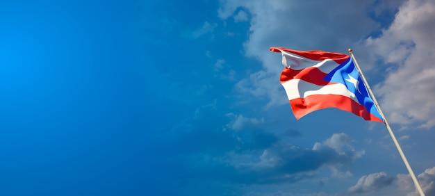 Schöne nationalstaatsflagge von puerto rico mit leerzeichen auf breitem hintergrund mit platz für text-3d-grafik.