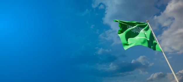 Schöne nationalstaatsflagge von saudi-arabien auf blauem himmel
