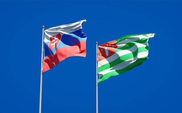 Schöne nationalstaatsflaggen der slowakei und abchasiens zusammen