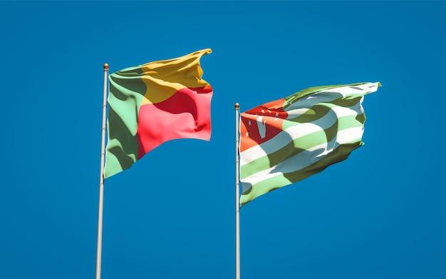Schöne nationalstaatsflaggen von abchasien und benin zusammen