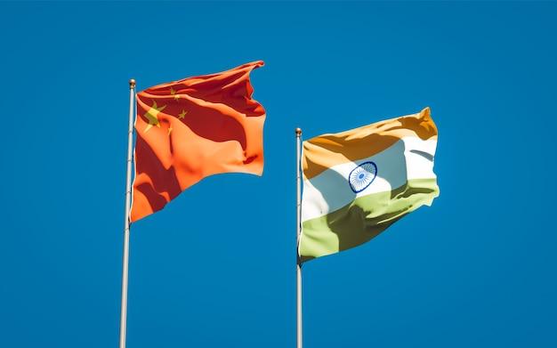 Schöne nationalstaatsflaggen von indien und china zusammen