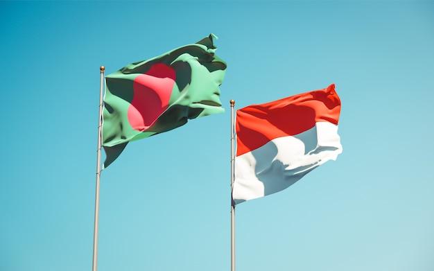 Schöne nationalstaatsflaggen von indonesien und von bangladesch zusammen auf blauem himmel