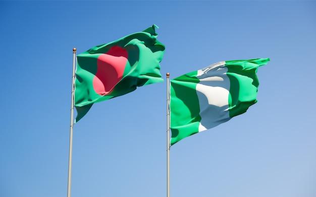 Schöne nationalstaatsflaggen von nigeria und von bangladesch zusammen auf blauem himmel
