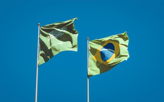 Schöne nationalstaatsflaggen von saudi-arabien und brasilien zusammen auf blauem himmel