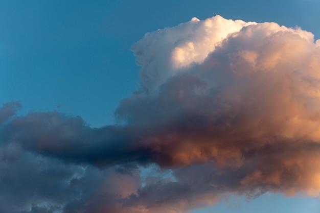Schöne natürliche wolken am himmel