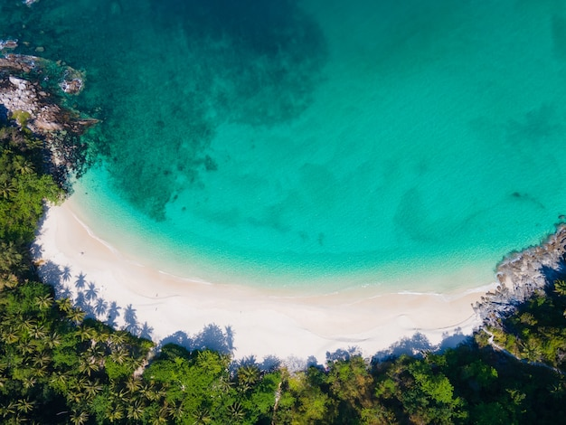 Schöne natur meer thailand luftansicht draufsicht strand meersand