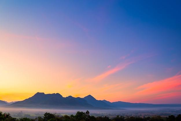 Schöne naturlandschaft für die entspannung in phu luang, loei province thailand
