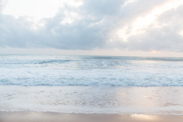 Schöne ozeanlandschaft. himmel und meer