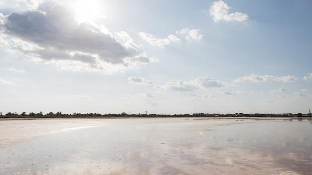 Schöne ozeanlandschaft und küste