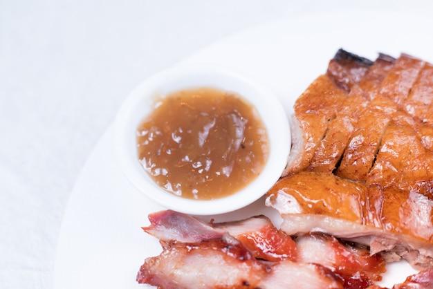 Schöne portion bbq ribs auf schneidebrett