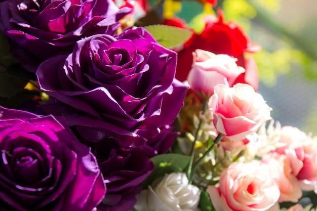 Schöne rose von künstlichen blumen, künstliche pastellrose blüht