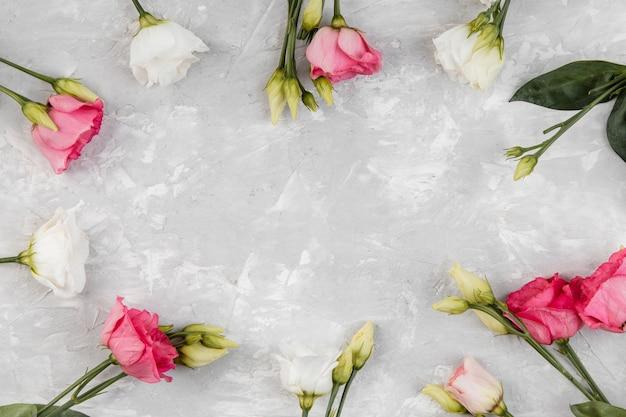 Schöne rosenanordnung mit kopierraum