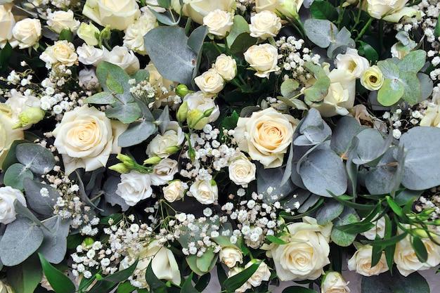 Schöne rosenblumen für hochzeitsszene.